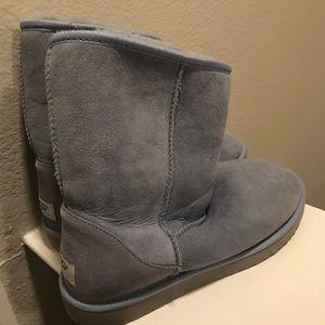 Ugg Carolina blue ladies boots size 9